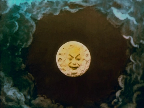 Le voyage moon smiling face
