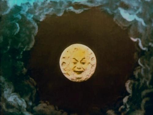 Le voyage moon smiling face