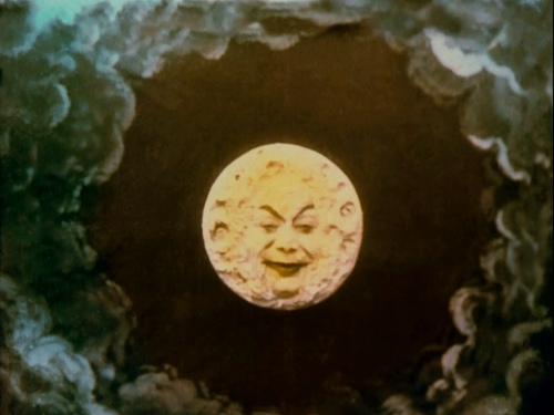 Le voyage moon weird smile